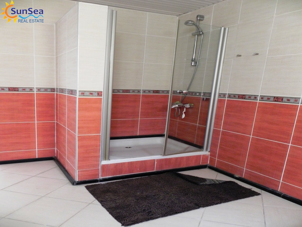 Alanya Harbour Apartment shower