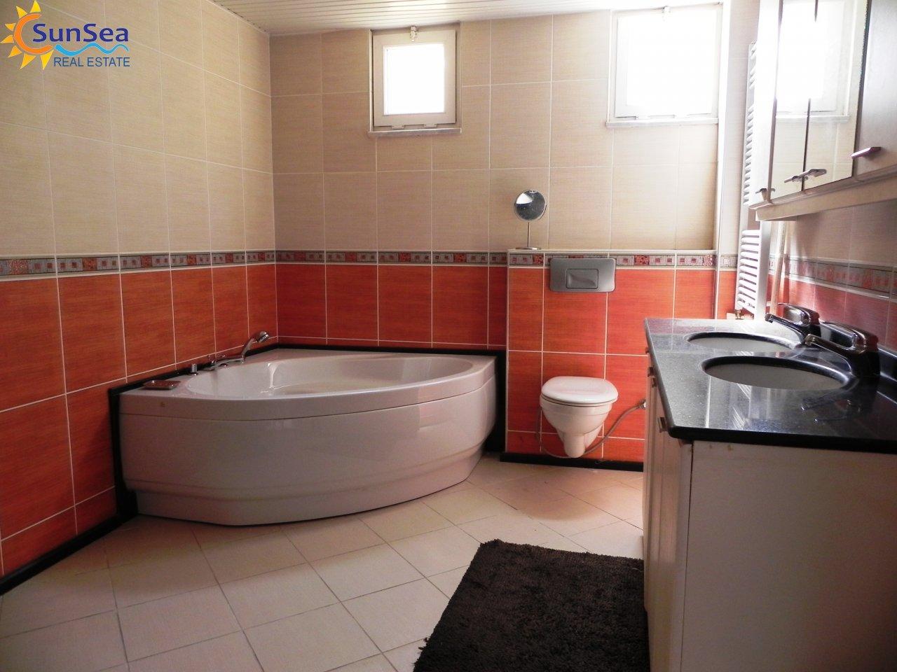 Alanya Harbour Apartment bath